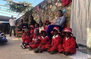 Kinder-mit-Tichakunda-und-Fungai_2019_Bongai-Shamwari.jpg